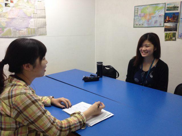 フィリピン留学インタビューを受ける3D Academyの留学生