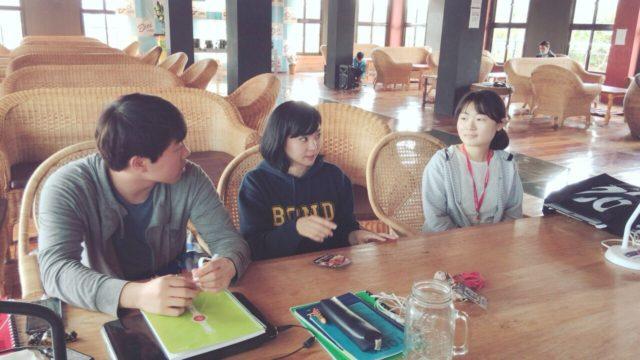 フィリピン留学インタビューを受けるBECIの留学生