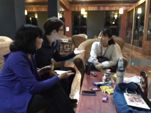 フィリピン留学インタビューを受けるBECIの花岡さん