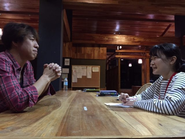フィリピン留学インタビューを受けるBECIの小川さん