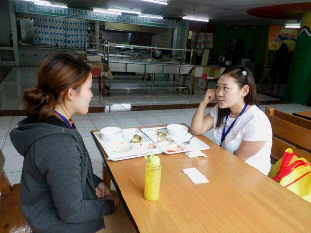 フィリピン留学インタビューを受けるPINES(パインス)の留学生