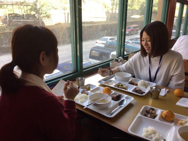フィリピン留学インタビューを受けるPINES(パインス)の泉本さん