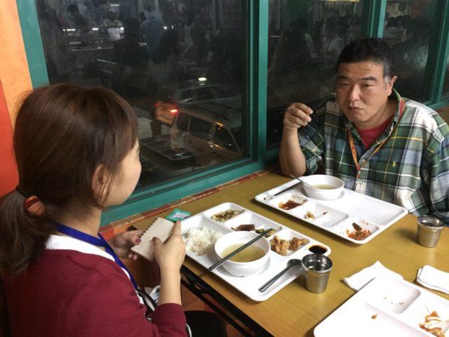 フィリピン留学インタビューを受けるPINES(パインス)の村越さん