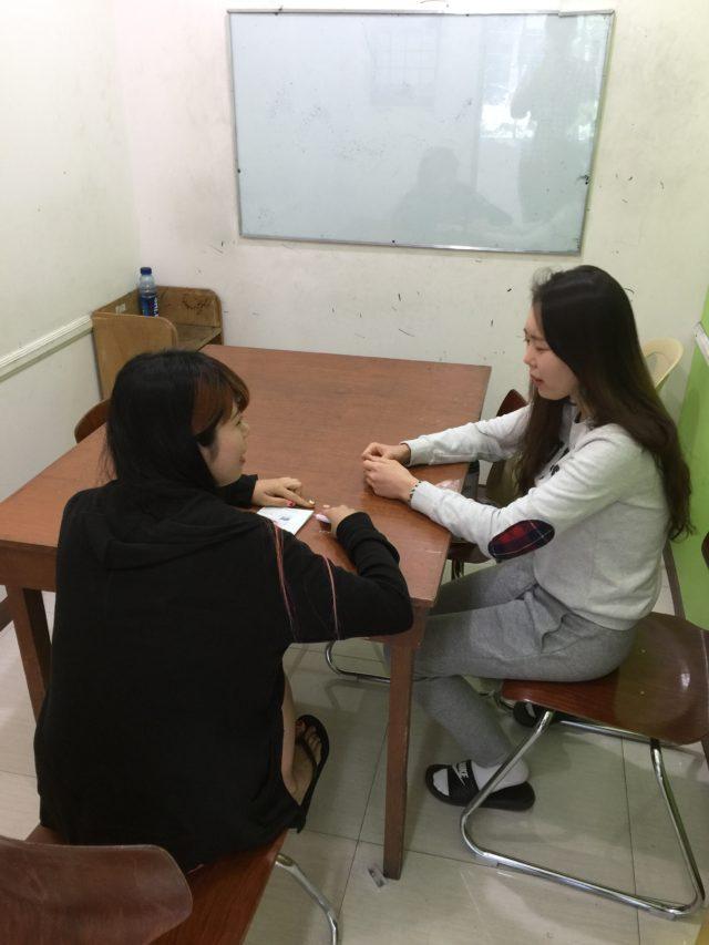 フィリピン留学インタビューを受けるPINES(パインス)のルアン